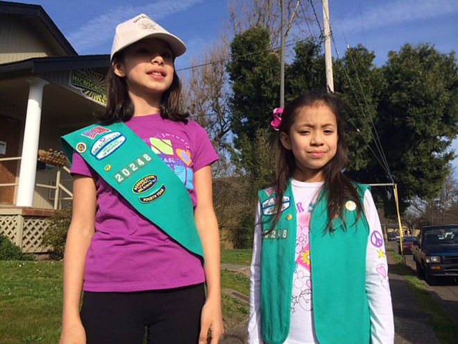 Girl+Scout+cookies+outside+marijuana+dispensary+(2)