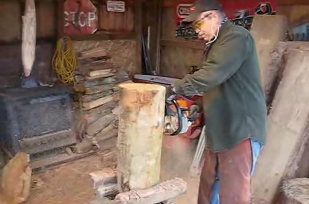 Video oregon man does chainsaw carving in only minutes