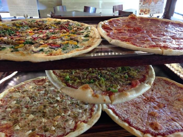 Mezza-Luna-Pizzeria-pizza-700x525