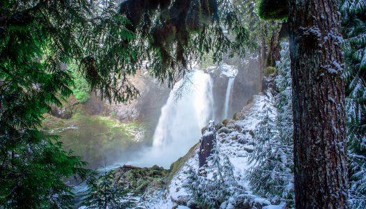 Here Are 7 Breathtaking Frozen Waterfalls in Oregon