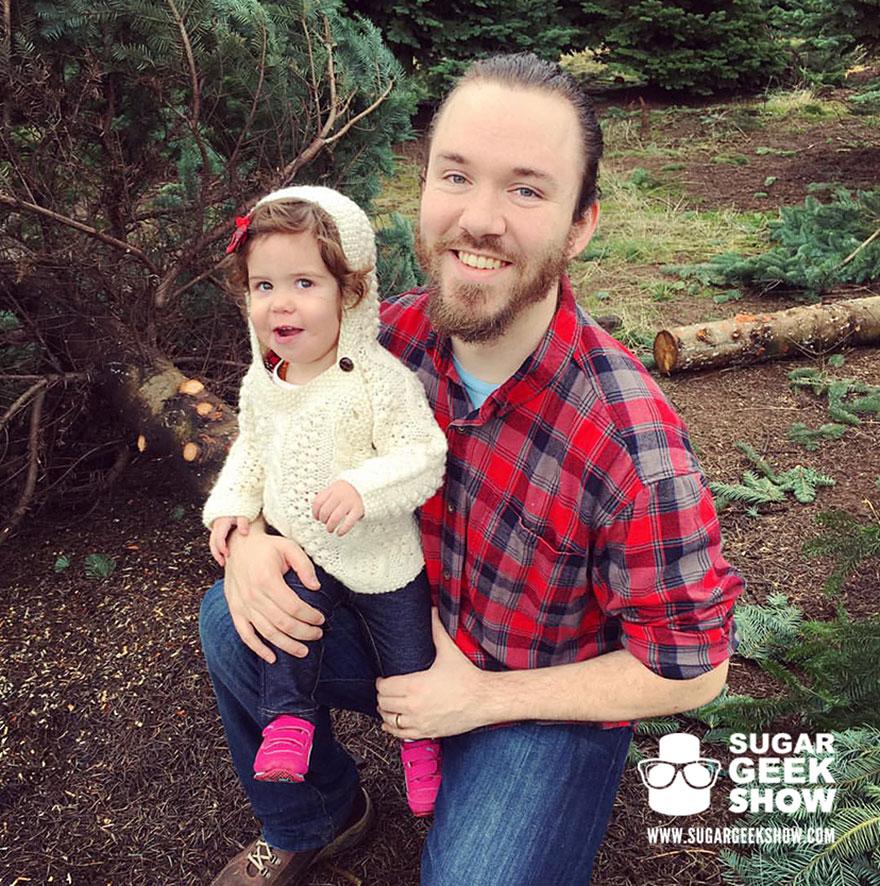 lumberjack-tree-trunk-cake-axe-sugar-geek-show-6