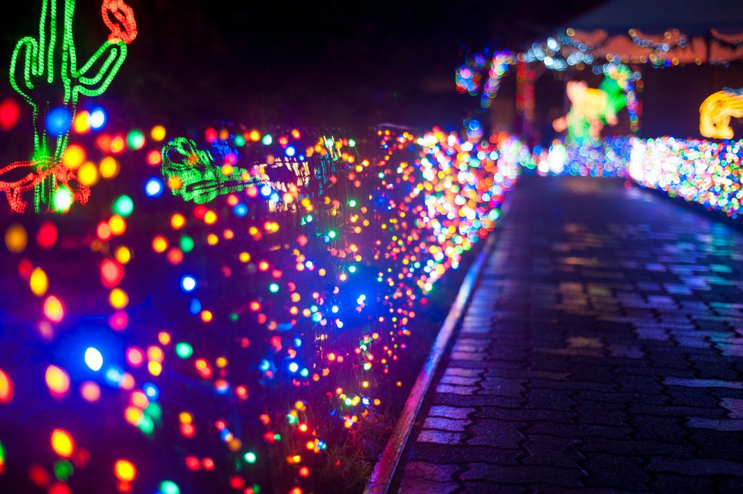 Here Are The Best 13 Places In Oregon To See Christmas Lights That Oregon Life
