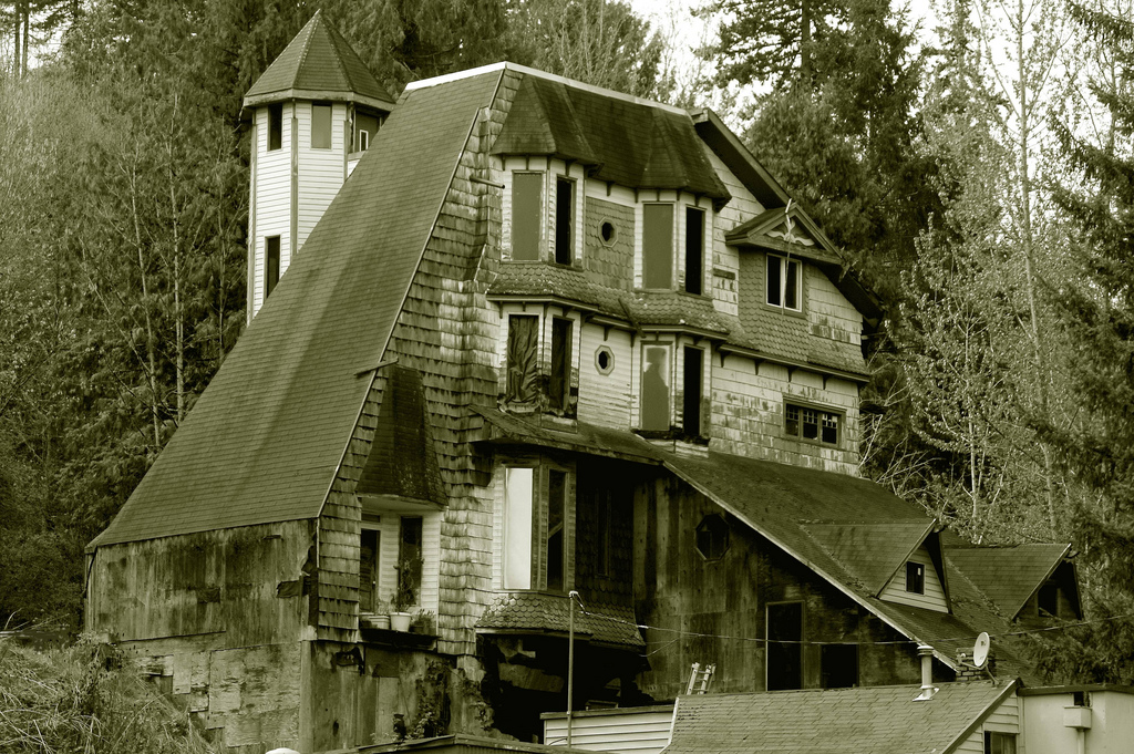25 abandoned places in oregon that are downright awesome for Haunted apartments for rent