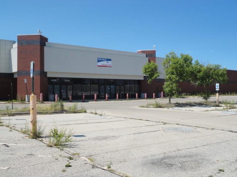 Beautiful abandon Wal-Mart in pristine conditon.