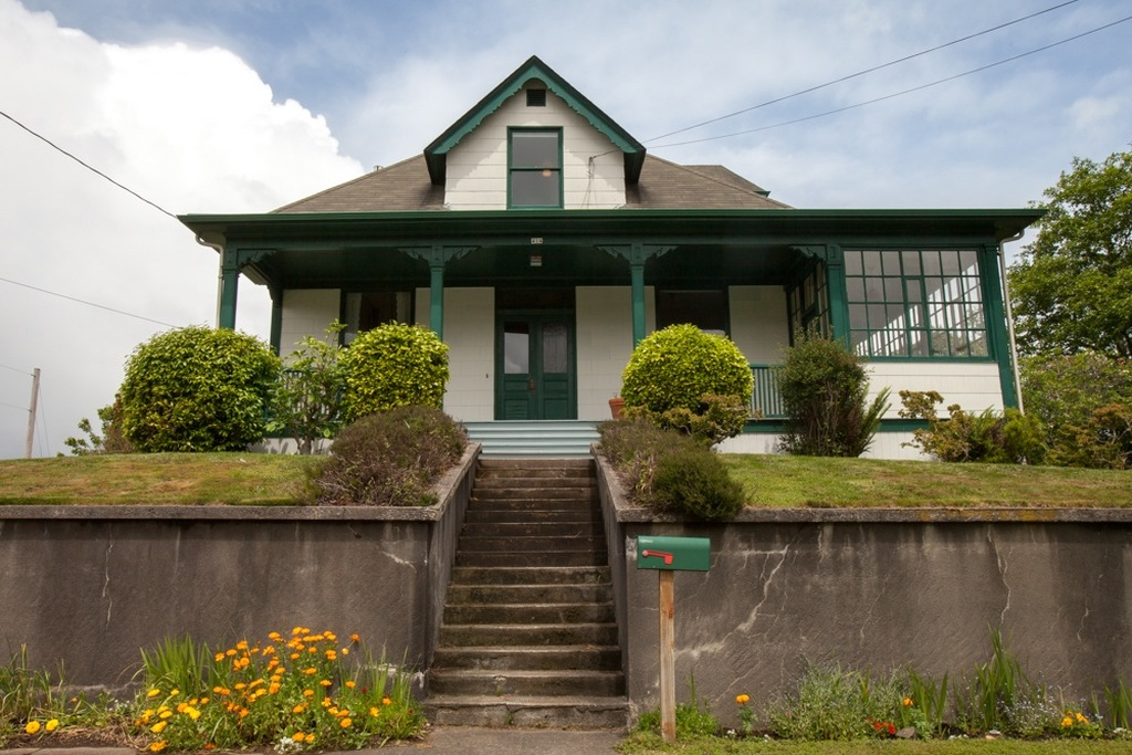 Kindergarten-Cop-movie-house-Astoria-Oregon-6