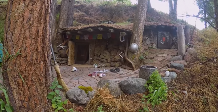 Man 39 S Real Life Hobbit House Looks Like It Came From The