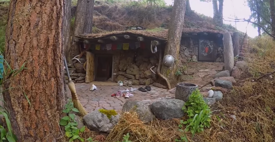 Man's Real-Life Hobbit House Looks Like It Came From The Shire ...