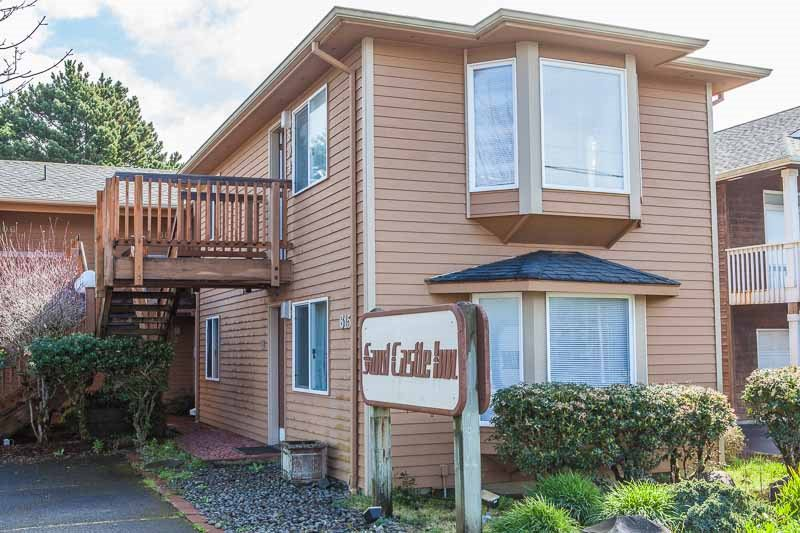 10 cozy places to rent in cannon beach for under 150 for Beach house rentals cannon beach