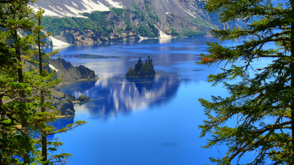 phantom_ship_crater_lake