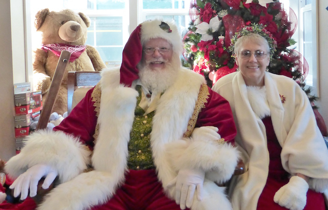 mr-and-mrs-claus-at-the-depot-gift-shop