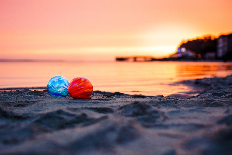 Nearly 3,000 colorful glass floats are hidden every year along seven miles of the Oregon Coast, between Roads End and Siletz Bay, as part of the Finders Keepers treasure hunt. (Photo courtesy of the Lincoln City Visitor and Convention Bureau)