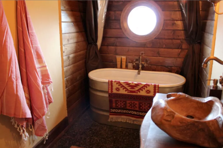 hobbit-hole-bathroom