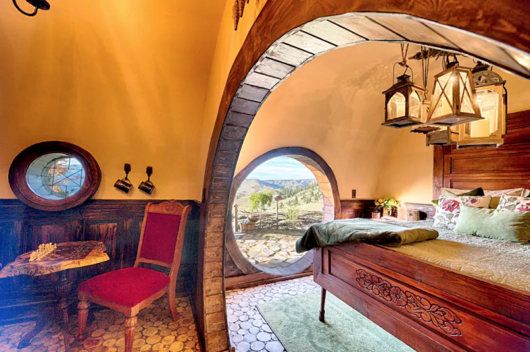 hobbit-hole-bedroom-2