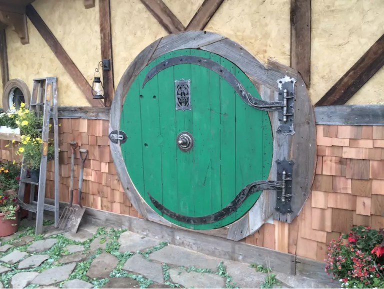 hobbit-hole-front-door