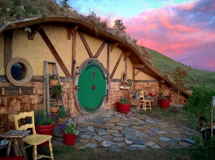 hobbit-hole-front-house