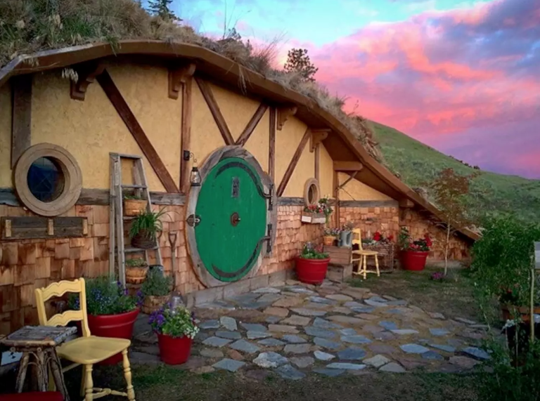 hobbit-hole-front-house