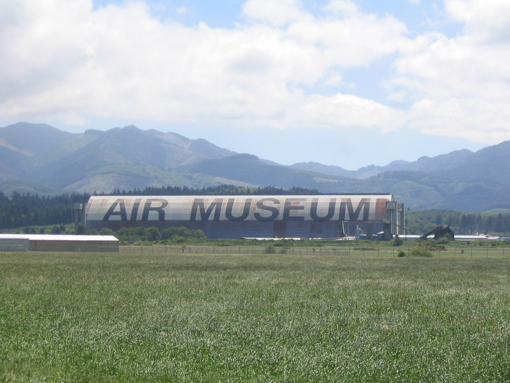 Tillamook_Air_Museum_from_distance