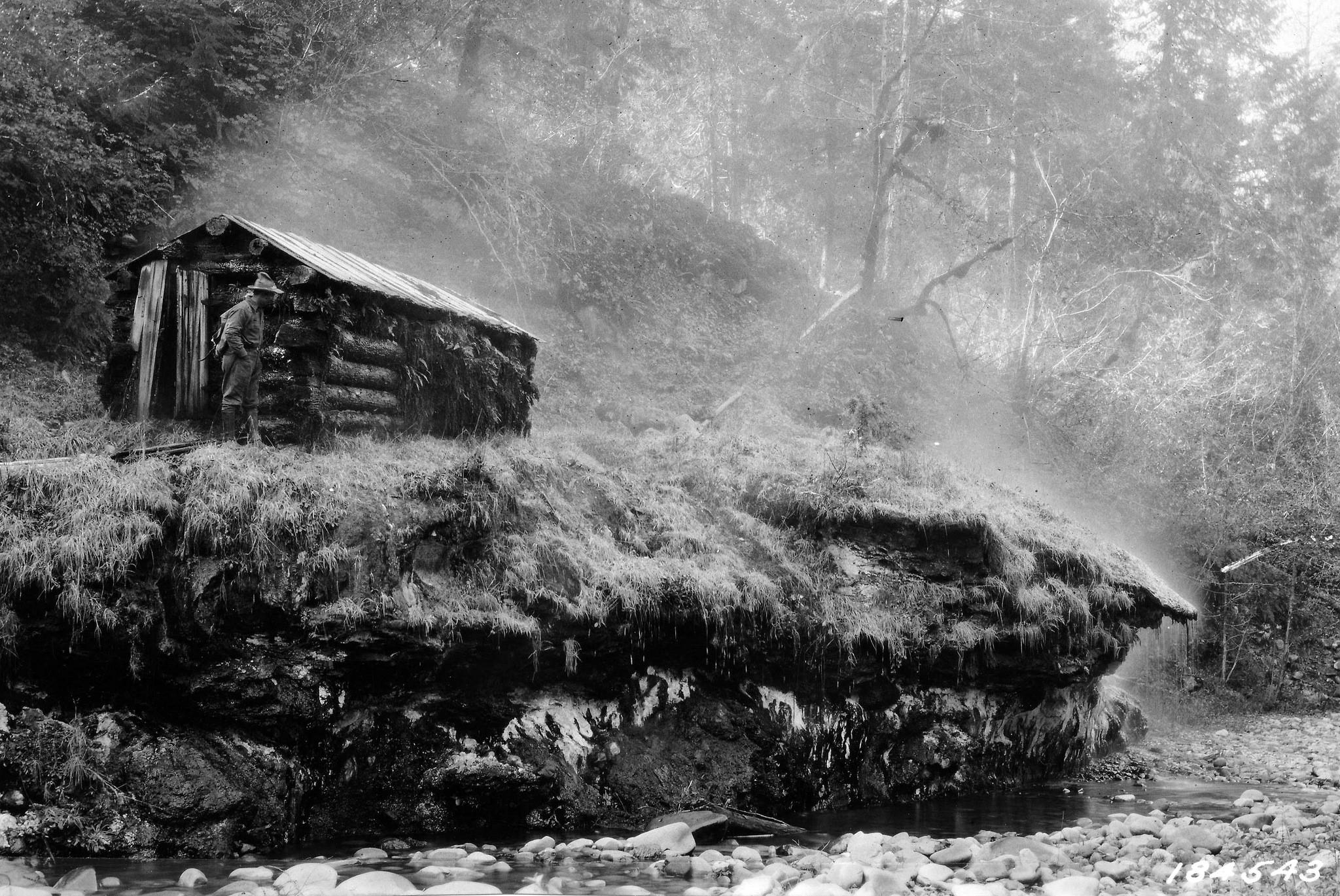 184543 Breitenbush Hot Springs Sweat House, Santiam NF, OR 1923 (Flickr)