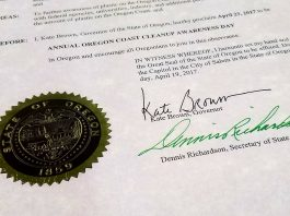 Governor Kate Brown Signs Oregon Coast Cleanup Awareness Day