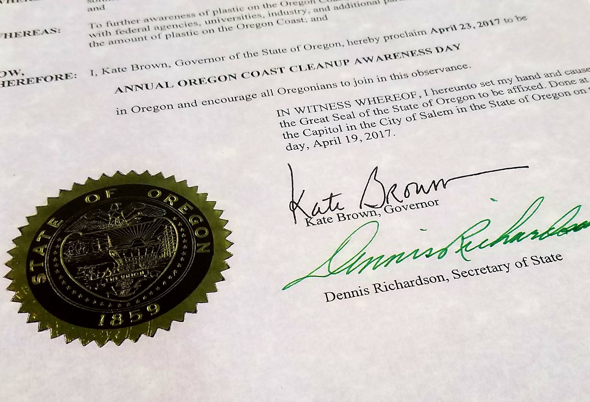 Governor kate brown signs to save fish and marine wildlife for Oregon free fishing day 2017