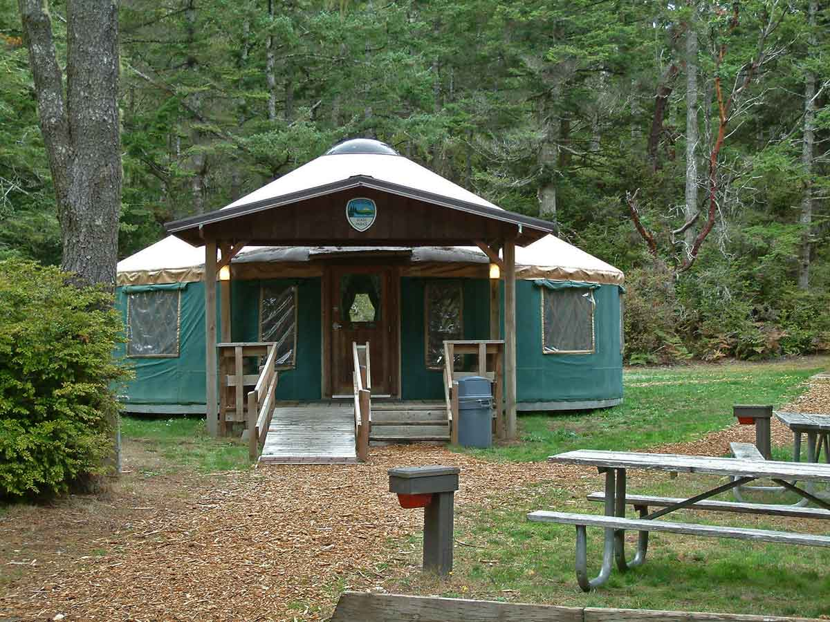 10 awesome oregon coast yurt rentals for less than 60 for Cabin rentals brookings oregon