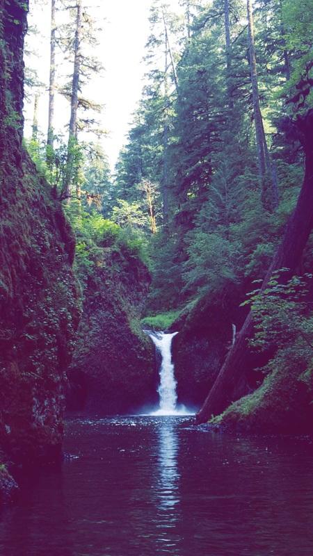Punch Bowl Falls Oregon