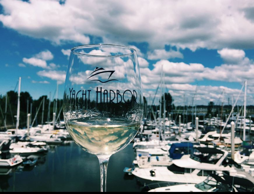 Portland Waterfront Bar Happy Hour - Yacht Harbor Apartments