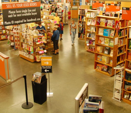 Oregon Things To Do Biggest Bookstore Powell's