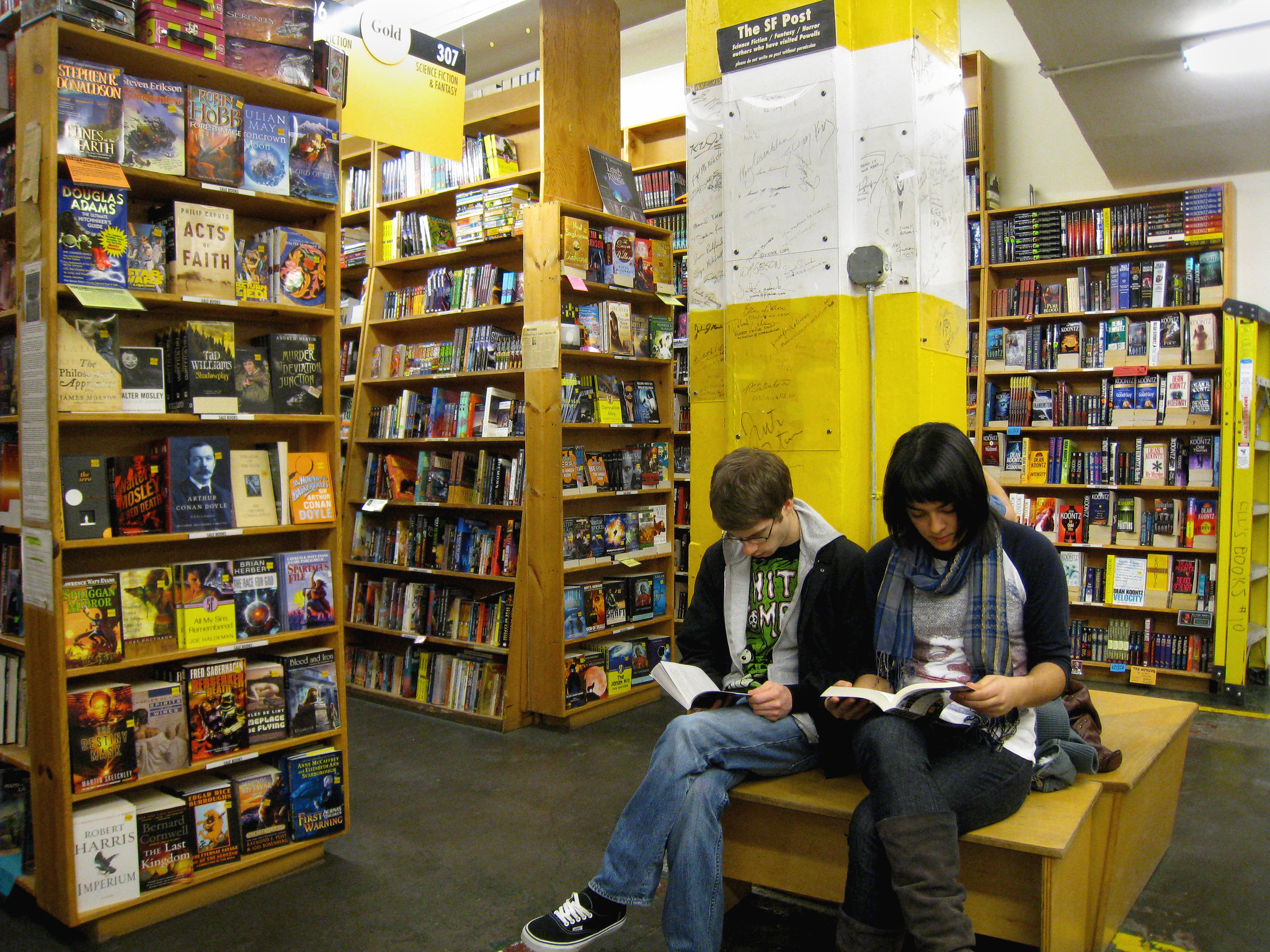 Things To Do Portland Oregon Powell's City Of Books Largest Bookstore