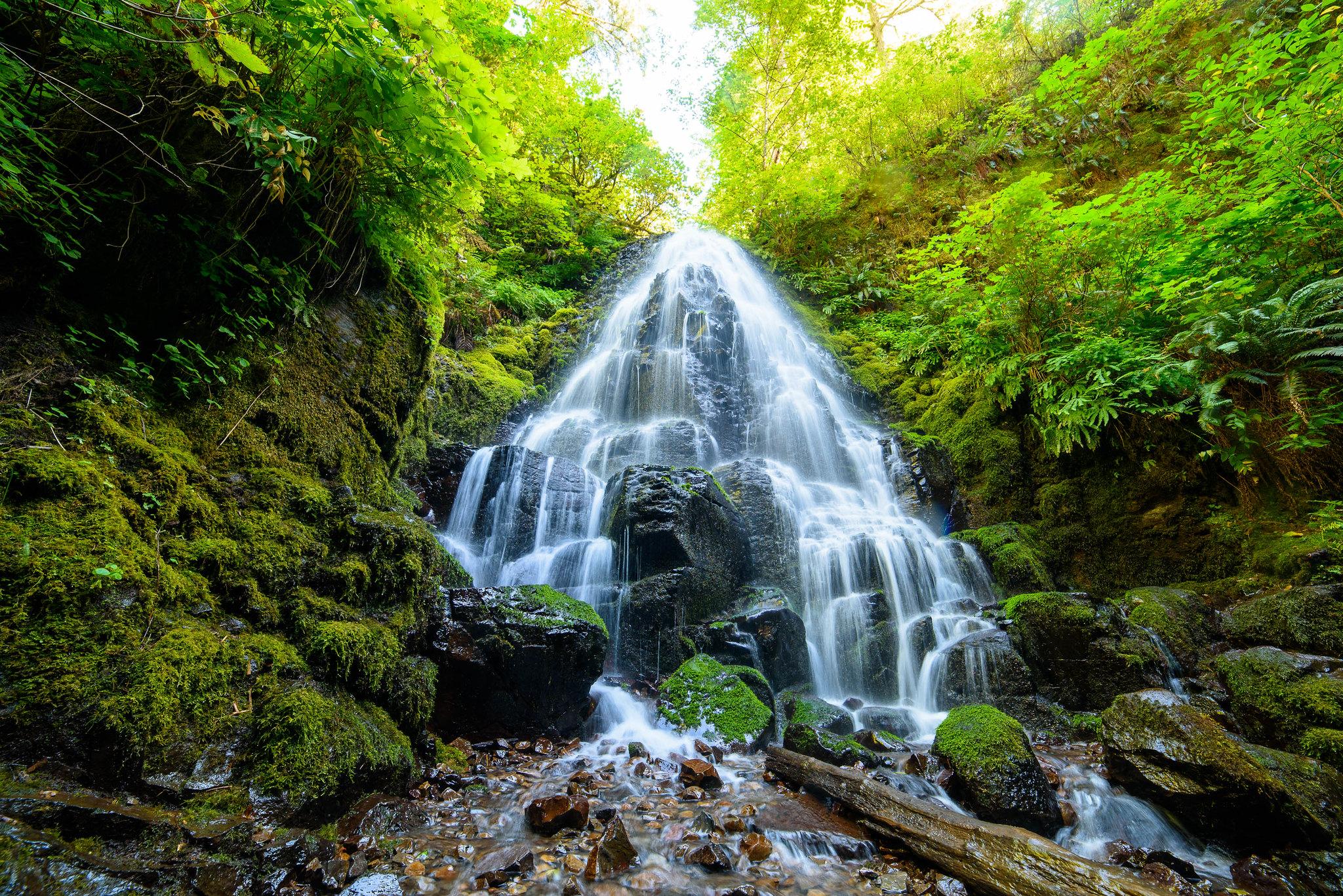 Cool waterfalls in Oregon hiking