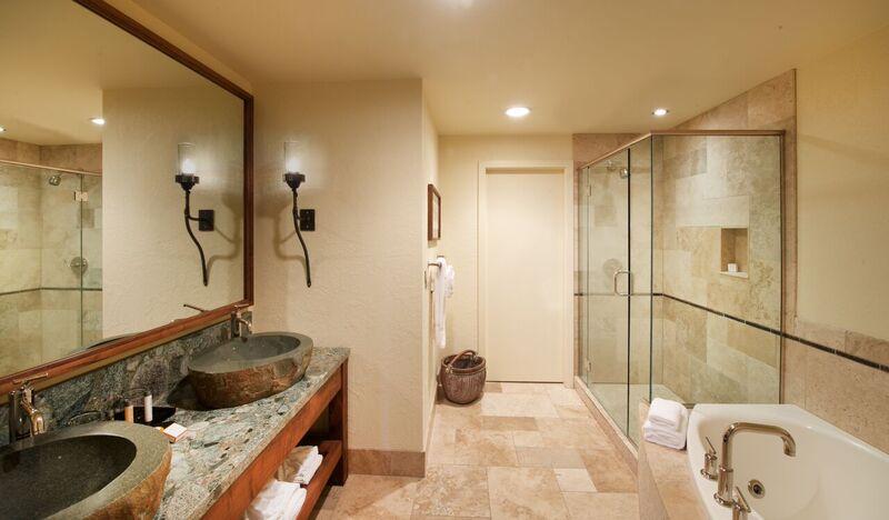 A luxurious bathroom at Salishan Coastal Lodge