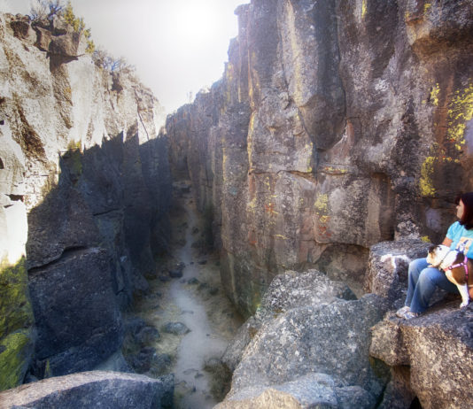 Inside the giant volcanic fissure Crack In The Ground.