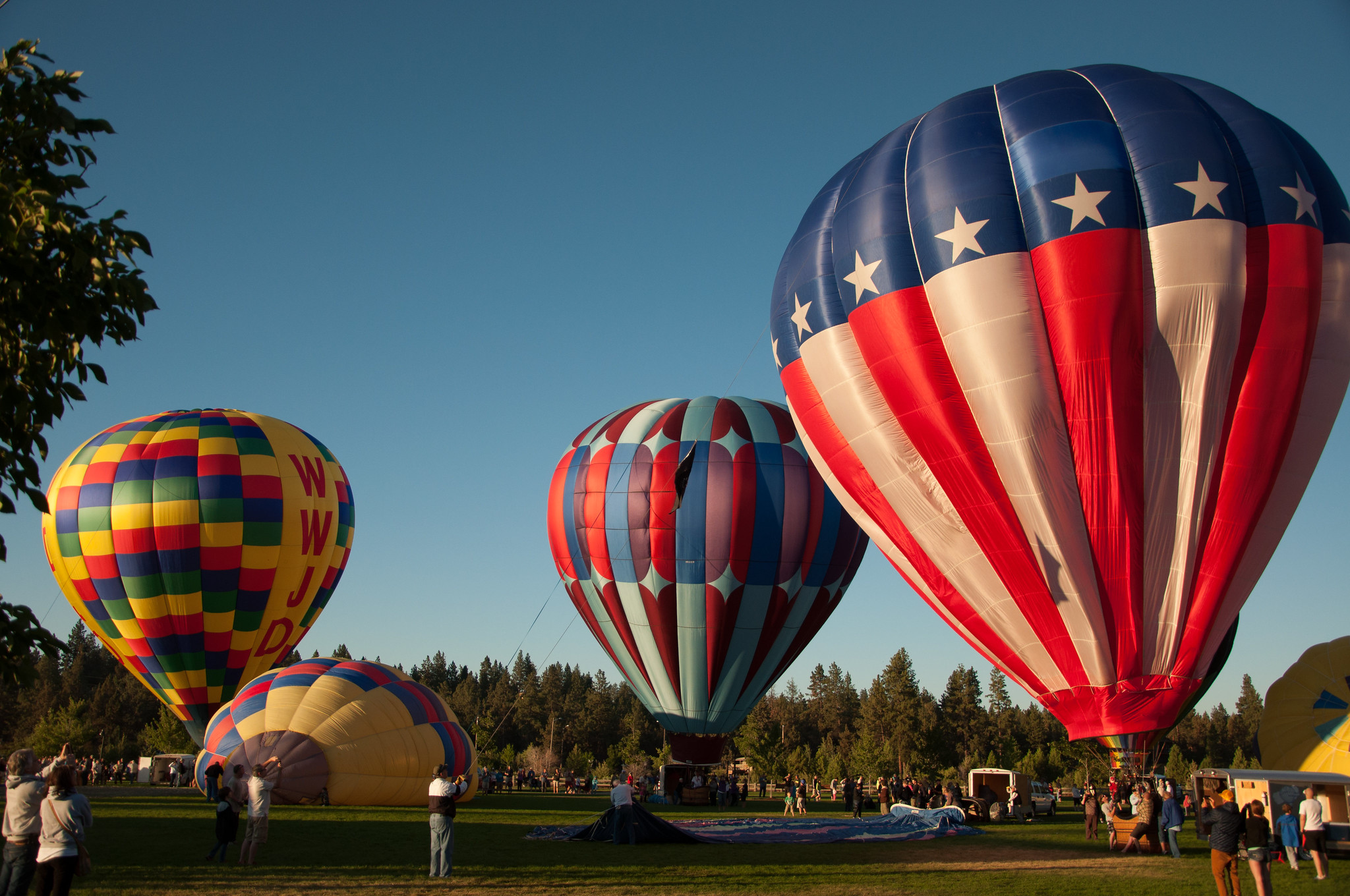 Hot air balloons lifting off in Bend Oregon
