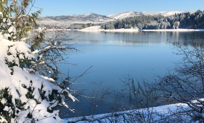 henry hagg lake winter snow oregon